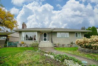Photo 1: 828 WILLIAM Street in New Westminster: The Heights NW House for sale : MLS®# R2216361