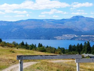 Photo 1: 18125 Hereford Road in Lake Country: Lake Country North West House for sale (Central Okanagan)  : MLS®# 10226093