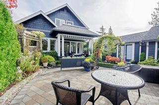 Photo 3: 922 Lawndale Ave in VICTORIA: Vi Fairfield East House for sale (Victoria)  : MLS®# 800501