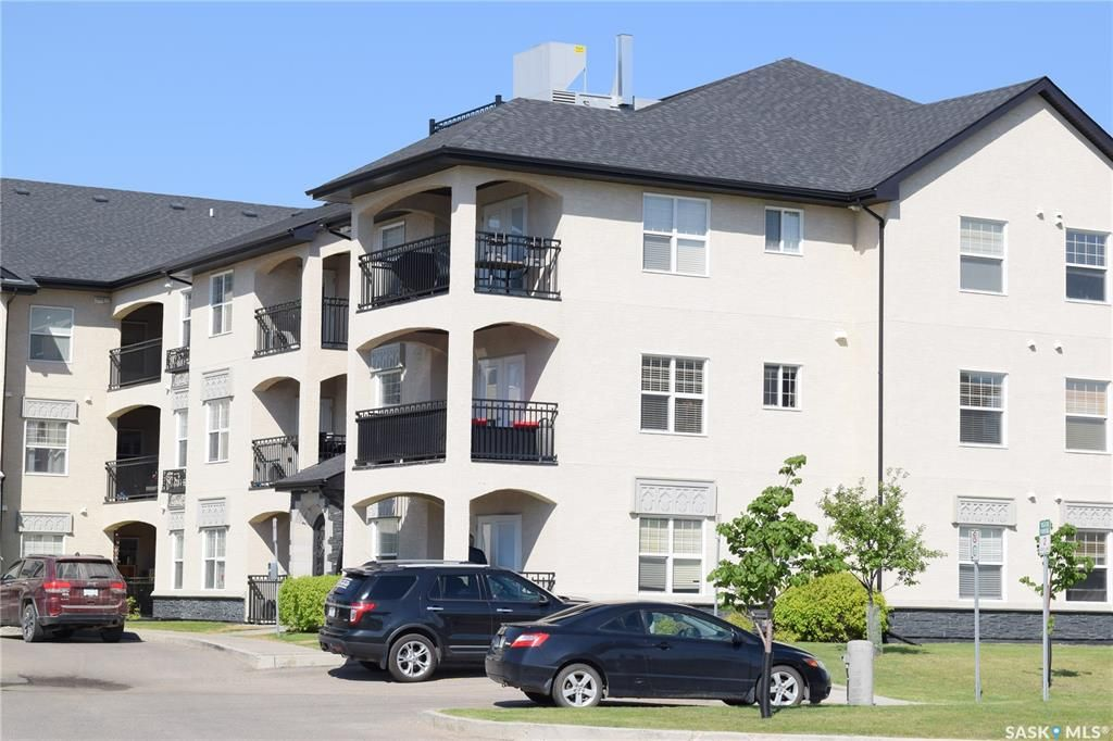Middle corner unit on the end with a great outdoor balcony space!