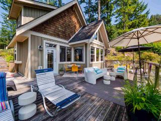 Photo 1: 4362 COASTVIEW DRIVE in Garden Bay: Pender Harbour Egmont House for sale (Sunshine Coast)  : MLS®# R2390091