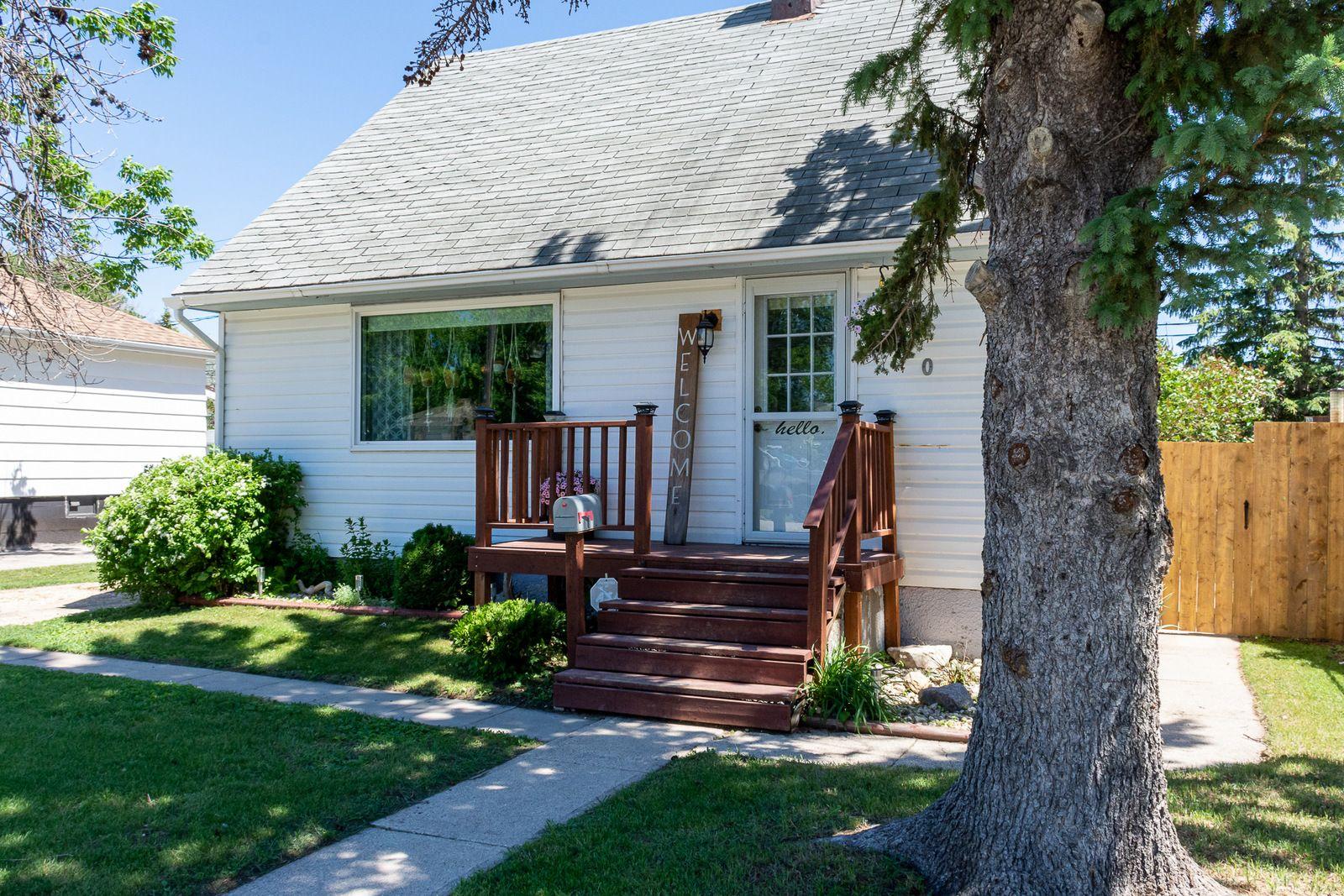 Main Photo: 620 3rd Street NE in Portage la Prairie: House for sale : MLS®# 202114729