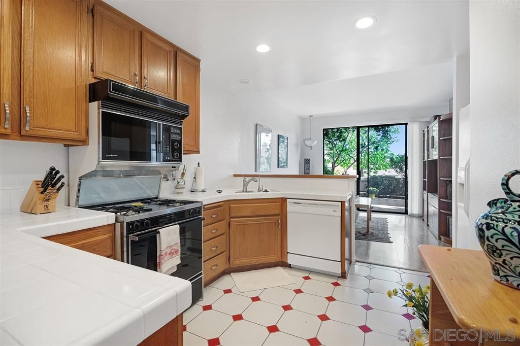Photo 11: Photos: CARMEL VALLEY Townhouse for rent : 3 bedrooms : 3631 Fallon Circle in San Diego