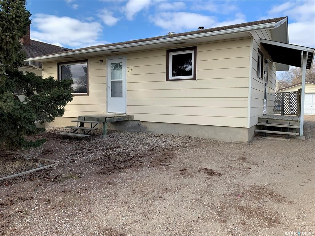 Main Photo: 104 4th Avenue West in Watrous: Residential for sale : MLS®# SK852080