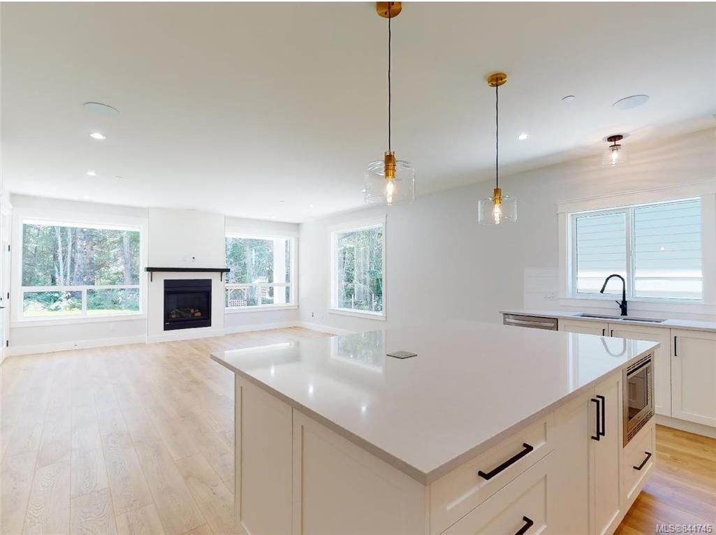 Photo 6: Photos: 2504 West Trail Crt in Sooke: Sk Broomhill House for sale : MLS®# 844745
