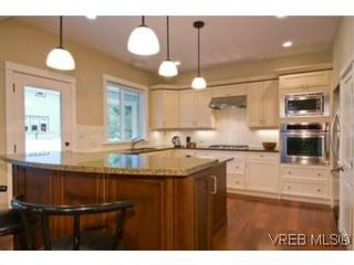Photo 2: 3 1290 Richardson St in VICTORIA: Vi Fairfield West Row/Townhouse for sale (Victoria)  : MLS®# 490830