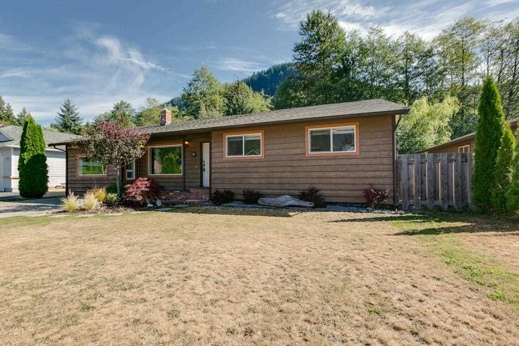 """Main Photo: 41374 DRYDEN Road in Squamish: Brackendale House for sale in """"Brackendale"""" : MLS®# R2198766"""