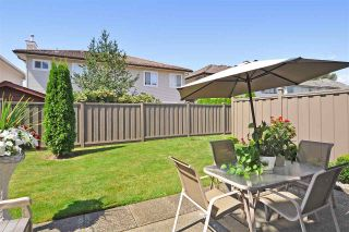 """Photo 3: 4 758 RIVERSIDE Drive in Port Coquitlam: Riverwood Townhouse for sale in """"Riverlane Estates"""" : MLS®# R2397277"""