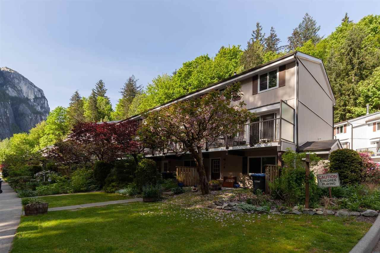 """Main Photo: 17 10000 VALLEY Drive in Squamish: Valleycliffe Townhouse for sale in """"VALLEY VIEW PLACE"""" : MLS®# R2580745"""