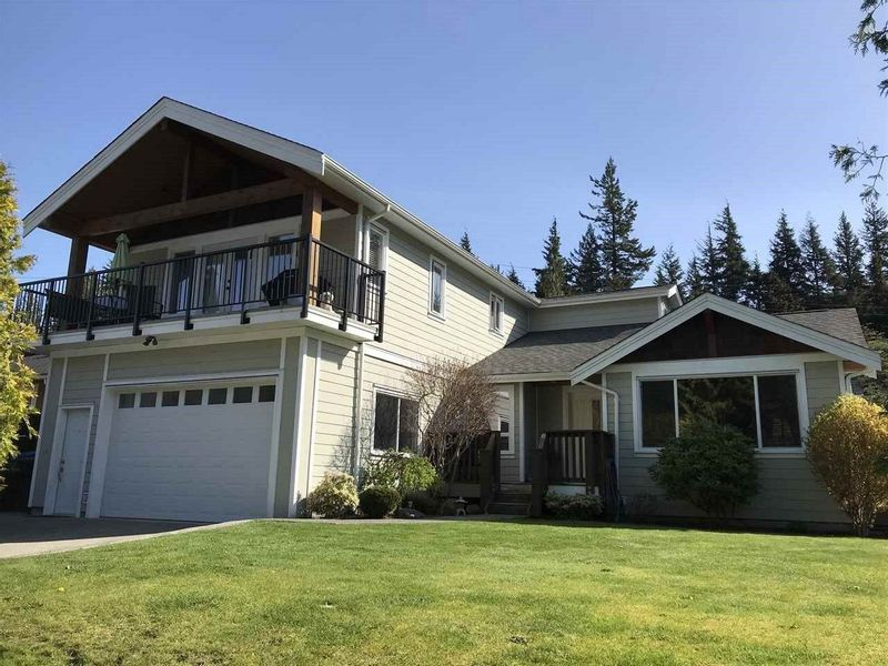 FEATURED LISTING: 1002 CYPRESS Place Squamish