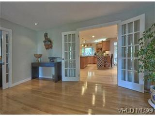 Photo 5: 2881 Phyllis Street in VICTORIA: SE Ten Mile Point Residential for sale (Saanich East)  : MLS®# 303291