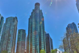 """Photo 3: 2002 588 BROUGHTON Street in Vancouver: Coal Harbour Condo for sale in """"HARBOURSIDE TOWERS 1"""" (Vancouver West)  : MLS®# R2580599"""