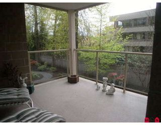"Photo 5: 207 15340 19A Avenue in Surrey: King George Corridor Condo for sale in ""Stratford Gardens"" (South Surrey White Rock)  : MLS®# F2812266"