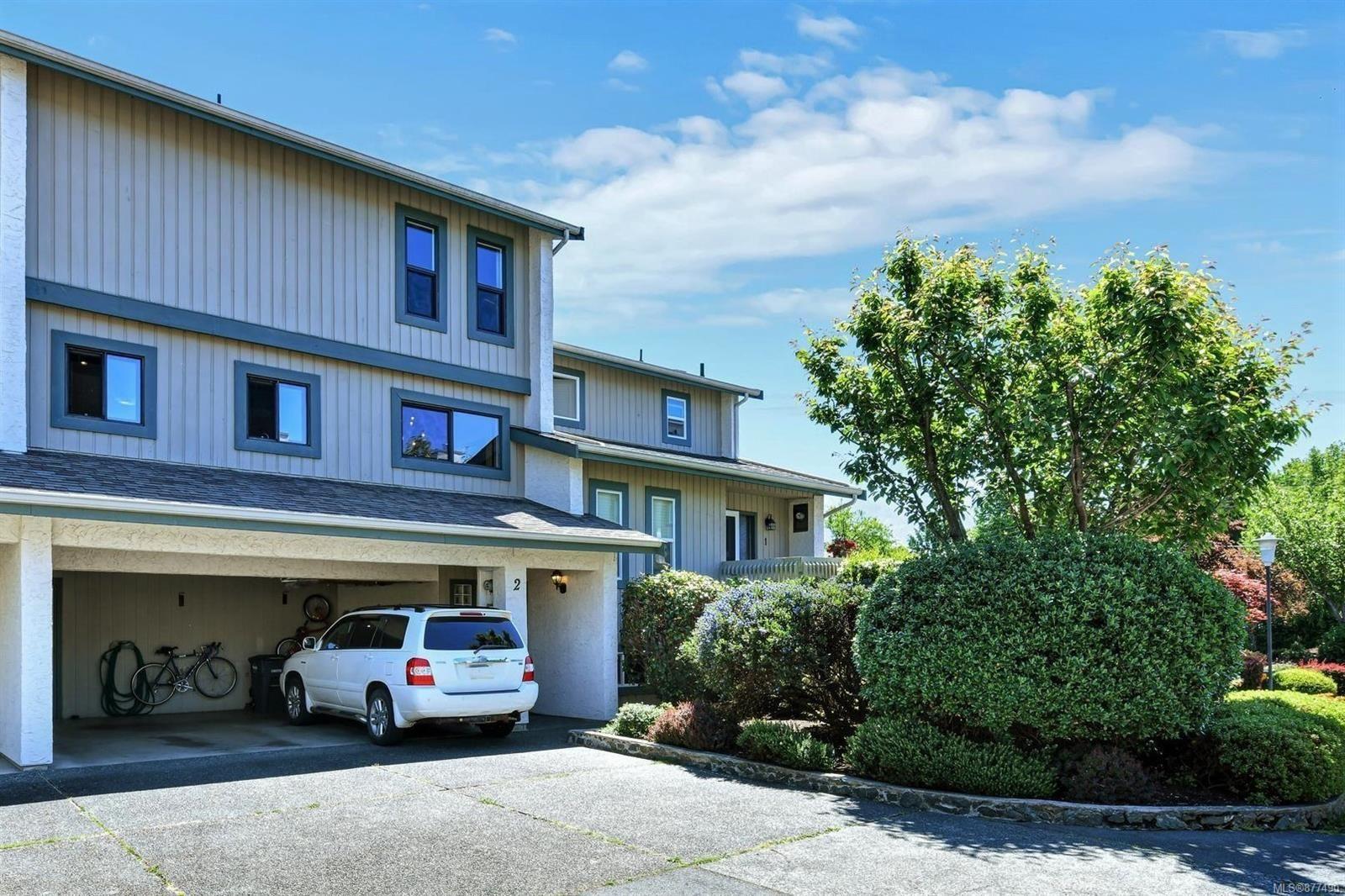 Main Photo: 2 1480 Garnet Rd in : SE Cedar Hill Row/Townhouse for sale (Saanich East)  : MLS®# 877490