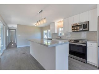 """Photo 5: 181 1840 160 Street in Surrey: King George Corridor Manufactured Home for sale in """"BREAKAWAY BAYS"""" (South Surrey White Rock)  : MLS®# R2585723"""