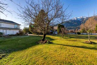 "Photo 3: 41500 MEADOW Avenue in Squamish: Brackendale House for sale in ""Brackendale"" : MLS®# R2529478"