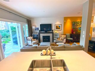 """Photo 2: 15 3750 EDGEMONT Boulevard in North Vancouver: Edgemont Townhouse for sale in """"The Manor At Edgemont"""" : MLS®# R2514295"""
