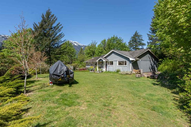 FEATURED LISTING: 2227 READ Crescent Squamish