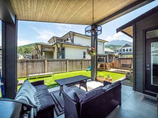 "Photo 4: 39232 FALCON Crescent in Squamish: Brennan Center House for sale in ""Ravenswood"" : MLS®# R2477496"