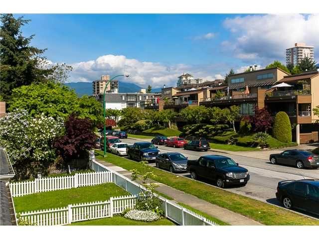 Photo 2: Photos: 1 241 E 4TH Street in North Vancouver: Lower Lonsdale Townhouse for sale : MLS®# V1062566