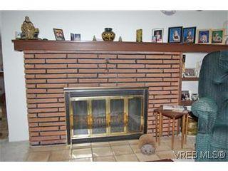 Photo 5: 2413 Mowat St in VICTORIA: OB Henderson House for sale (Oak Bay)  : MLS®# 599535
