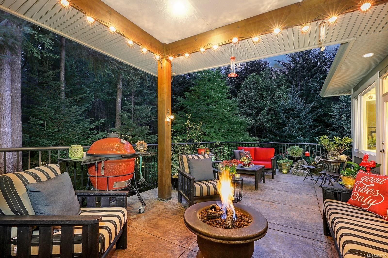 Photo 5: Photos: 1516 Highridge Dr in : CV Comox (Town of) House for sale (Comox Valley)  : MLS®# 857765