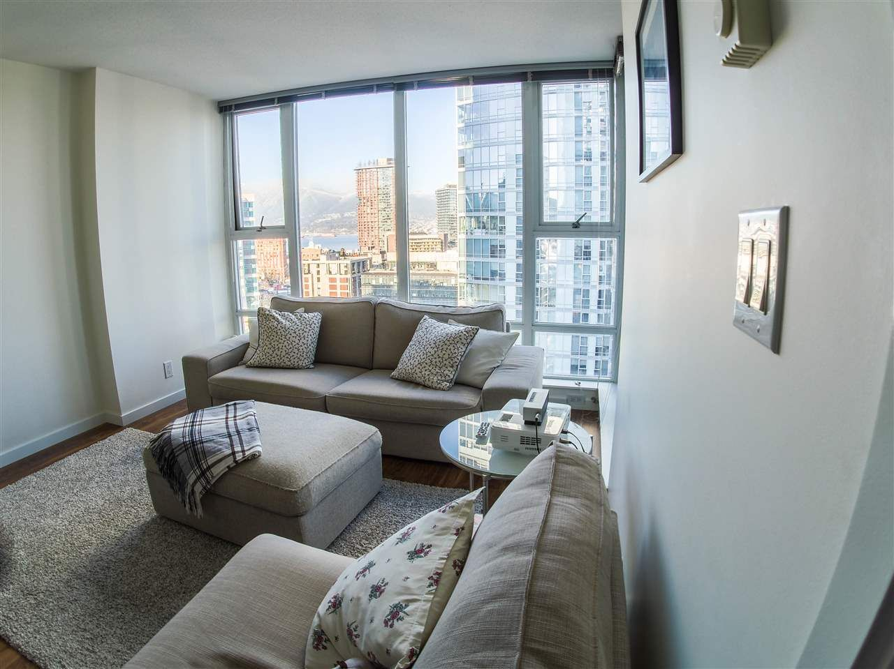 Main Photo: 1806 668 CITADEL PARADE in Vancouver: Downtown VW Condo for sale (Vancouver West)  : MLS®# R2339846