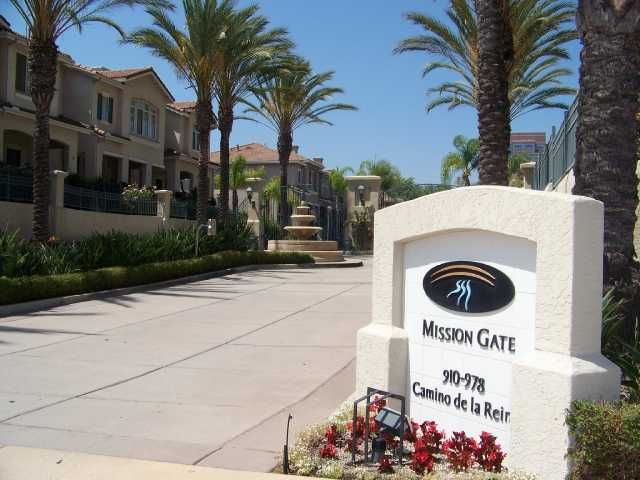 Main Photo: MISSION VALLEY Townhouse for sale : 2 bedrooms : 938 Camino De La Reina #78 in San Diego