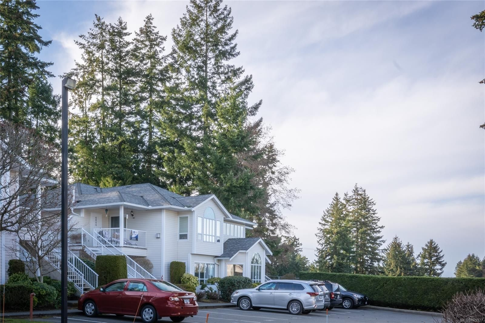 Main Photo: 6088 Cedar Grove Dr in : Na North Nanaimo Row/Townhouse for sale (Nanaimo)  : MLS®# 869327