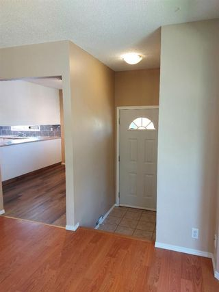 Photo 3: 2 Edgedale Court NW in Calgary: Edgemont Semi Detached for sale : MLS®# A1129985