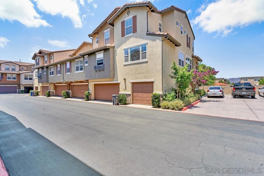 Main Photo: SANTEE Townhouse for sale : 2 bedrooms : 10160 Brightwood Ln #1