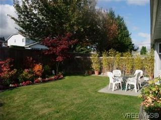 Photo 5: 14 2560 Wilcox Terr in VICTORIA: CS Tanner Row/Townhouse for sale (Central Saanich)  : MLS®# 588799