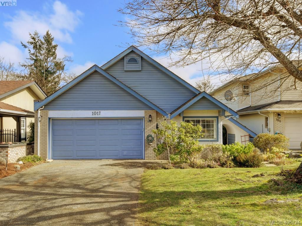 Main Photo: 1017 Scottswood Lane in VICTORIA: SE Broadmead House for sale (Saanich East)  : MLS®# 806228