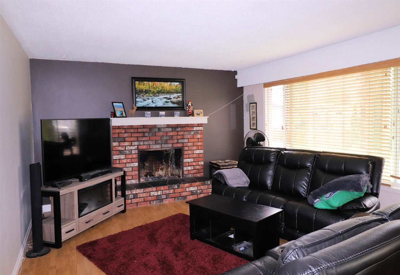 Photo 5: Photos: 10554 PONDERAY Street in Chilliwack: Fairfield Island House for sale : MLS®# R2472985