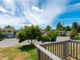 Photo 2: 2070 GULL Avenue in COMOX: CV Comox (Town of) House for sale (Comox Valley)  : MLS®# 817465