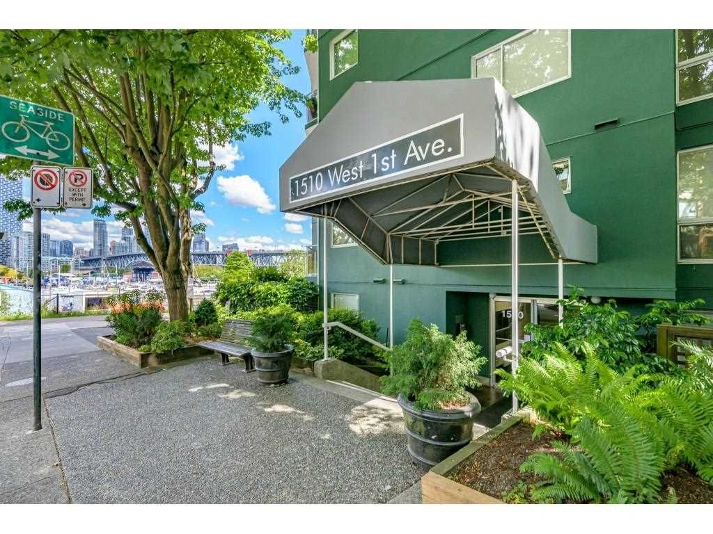 """Main Photo: 601 1510 W 1ST Avenue in Vancouver: False Creek Condo for sale in """"MARINER WALK"""" (Vancouver West)  : MLS®# R2593121"""