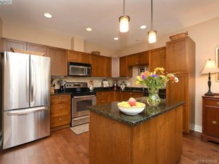 Photo 6: 106 1825 Kings Rd in VICTORIA: SE Camosun Row/Townhouse for sale (Saanich East)  : MLS®# 829546