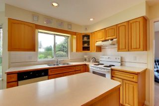 """Photo 11: 6679 LINDEN Avenue in Burnaby: Highgate House for sale in """"Highgate"""" (Burnaby South)  : MLS®# R2167616"""