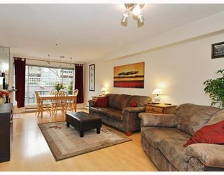 """Photo 3: 102 1525 PENDRELL Street in Vancouver: West End VW Condo for sale in """"CHARLOTTE GARDENS"""" (Vancouver West)  : MLS®# V754405"""
