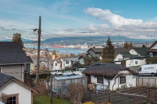 Photo 3: 33 BOUNDARY Road in Vancouver: Hastings East House for sale (Vancouver East)  : MLS®# R2359231