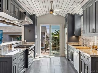 Photo 6: PACIFIC BEACH House for sale : 3 bedrooms : 1261 Diamond Street in San Diego