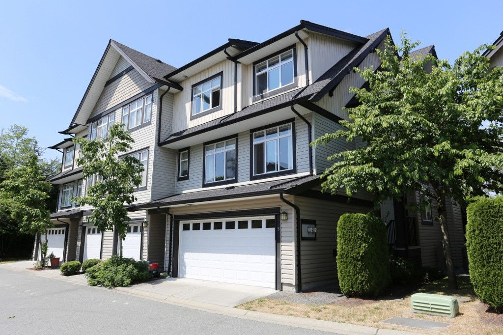 """Main Photo: 5 19932 70 Avenue in Langley: Willoughby Heights Townhouse for sale in """"Summerwood"""" : MLS®# R2072754"""