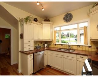 Photo 4: 429 E 6TH Street in North_Vancouver: Lower Lonsdale House for sale (North Vancouver)  : MLS®# V777007