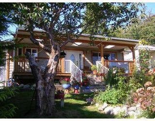 Photo 1: 605 MARTIN Road in Gibsons: Gibsons & Area House for sale (Sunshine Coast)  : MLS®# V734747
