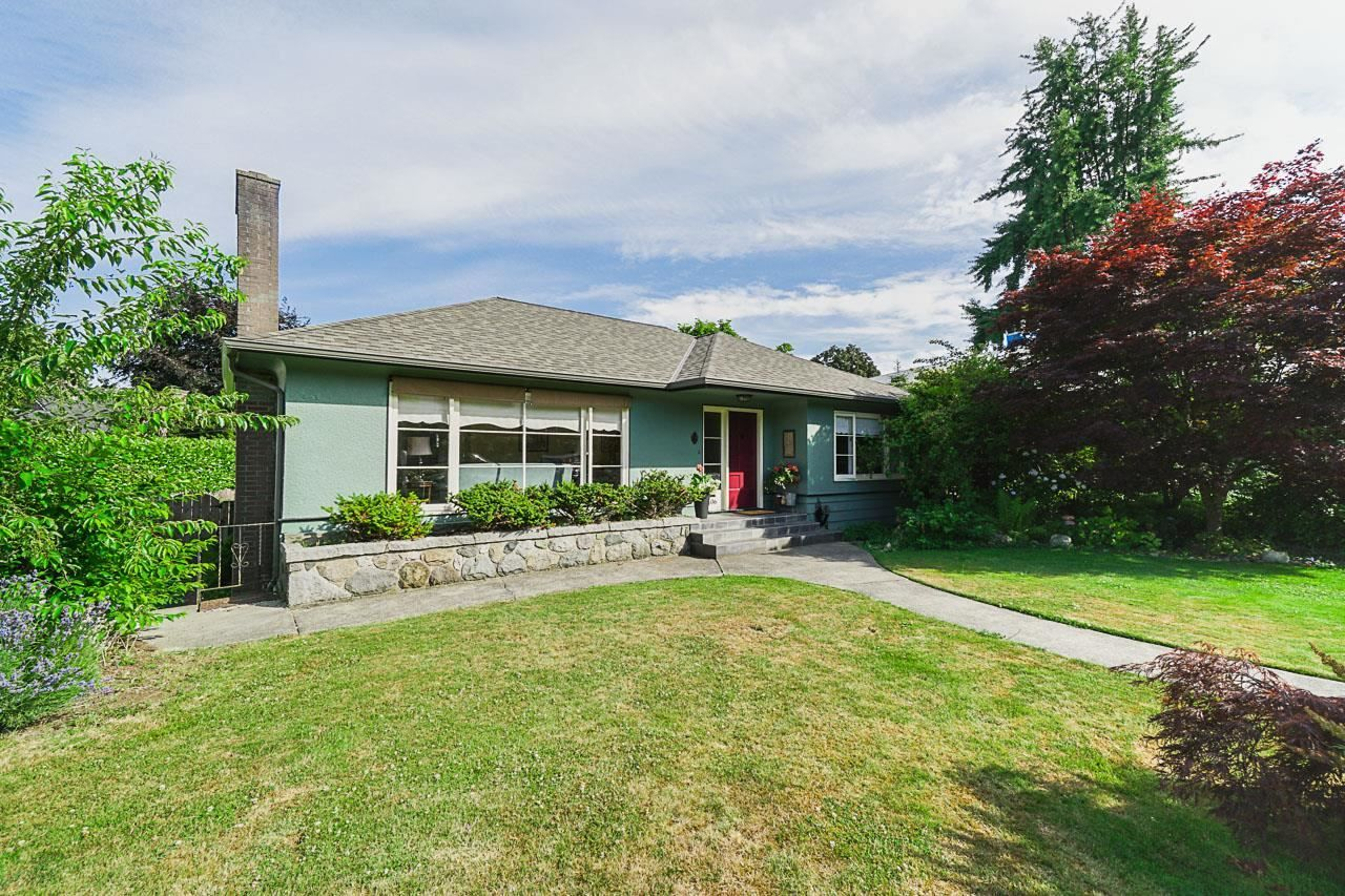 Main Photo: 106 COLLEGE Court in New Westminster: Queens Park House for sale : MLS®# R2599318