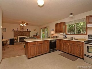 Photo 9: 3350 St. Troy Pl in VICTORIA: Co Triangle House for sale (Colwood)  : MLS®# 706087