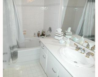 Photo 8: 404 1242 TOWN CENTRE Boulevard in Coquitlam: Canyon Springs Condo for sale : MLS®# V673232