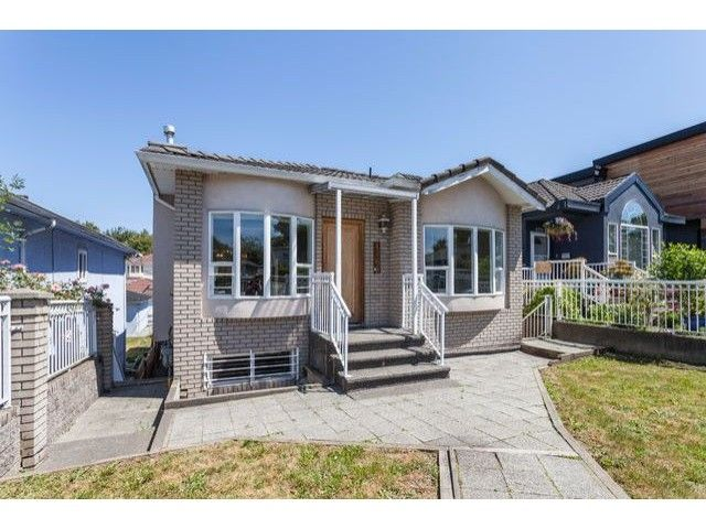 """Main Photo: 4766 KNIGHT Street in Vancouver: Knight House for sale in """"KNIGHT"""" (Vancouver East)  : MLS®# V1128909"""