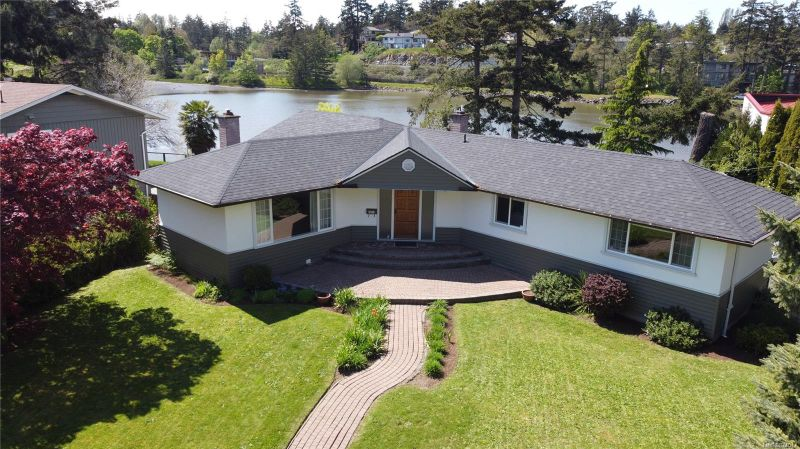 FEATURED LISTING: 2818 Shoreline Dr