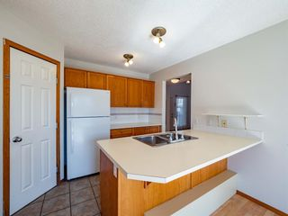 Photo 8: 22 Somercrest Close SW in Calgary: Somerset Detached for sale : MLS®# A1125013